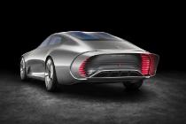 """Mercedes-Benz """"Concept IAA"""" (Intelligent Aerodynamic Automobile). Per Knopfdruck, oder ab einer Geschwindigkeit von 80 km/h, verändert sich automatisch die Gestalt vom Design-Modus in den Aerodynamik-Modus. The study switches automatically from design mode to aerodynamic mode when the vehicle reaches a speed of 80 km/h, whereby numerous aerodynamics measures alter the shape of the vehicle."""