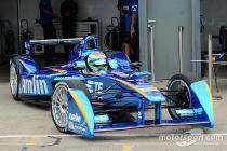 formula-e-donington-august-test-2015-simona-de-silvestro-amlin-andretti_01