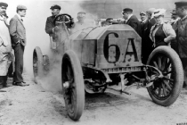 jenatzy-driving-a-120-hp-mercedes-racer-at-the-1906-french-grand-prix