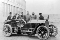 the-1904-mercedes-90hp-racer-jenatzy-is-shown-second-from-left