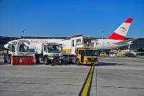 Übergabe des ersten Econic Erdgas Euro VI an den Flughafen Wien