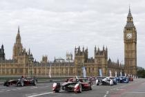 1-the-all-electric-formula-e-cars-race-on-westminster-bridge