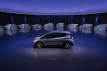 chevrolet-bolt-ev-electric-car-with-future-gm-electric-and-hydrogen-fuel-cell-vehicles-oct-2017_100625648_l