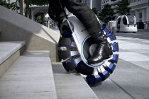 Futuristic single user mobility which can freely move within complicated cities and access stairs and speed bumps through a principle of divided treads that expand and contract.