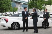 primo_ministro_giapponese_shinzo_abe_toyota_01