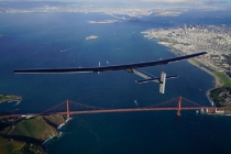 Solar Impulse landing to the US west coast at Moffett Airfield