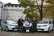 2-renault-electric-cars-outside-bloomberg-london