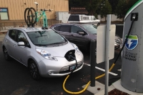 nissan-leaf-at-west-coast-electric-highway-charging-station-photo-by-pine-mountain-sports_100584791_l