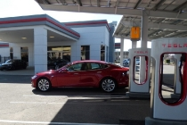 2015-tesla-model-s-p85d-supercharging-in-rocklin-california
