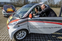 Daimler bringt Elektromobilität in Fahrschulen / Daimler introduces electric mobility in driving schools
