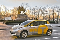 nissan_leaf_electric_taxi_2013_01