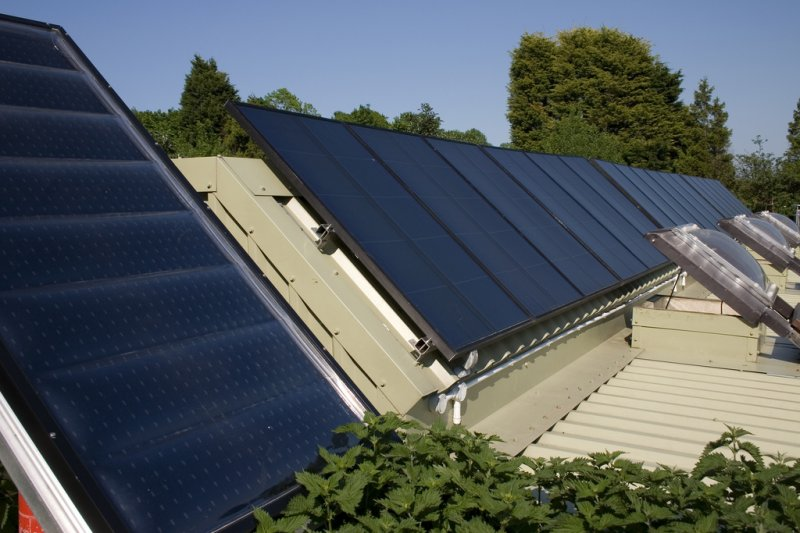 brighton_earthship_solar_panels