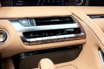 2016-lexus-lc500-darkgray-interiordet-2