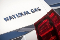 Mercedes-Benz E 200 NGD (W212) 2013, Natural Gas Drive, Lack: Diamantweiss metallic Mercedes-Benz E 220 BlueTEC, BlueEFFICIENCY Edition, (W212) 2013, Lack: Diamantsilber metallic