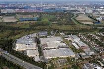 Luftaufnahme Mercedes-Benz Werk Hamburg. // Aerial view of the Mercedes-Benz plant in Hamburg.