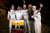 Porsche Team: Brendon Hartley, Fritz Enzinger, Leiter LMP1, Mark Webber, Magnus Walker, Timo Bernhard (l-r)