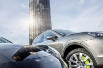 porsche_centre_berlin_adlershof_photovoltaik_pylon_2016_06