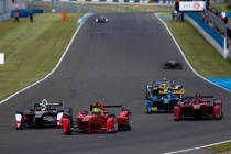 1-the-formula-e-cars-in-action-during-todays-first-official-test