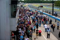 3-crowds-during-the-formula-e-pitlane-walk-today