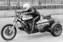 e-j-potter-the-michigan-madman-hit-almost-200-mph-on-a-jet-engine-powered-trike-potter-family