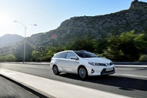 auris_hybrid_touring_sports_ext_03_dpl_2013