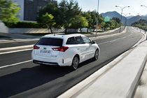 auris_hybrid_touring_sports_ext_05_dpl_2013