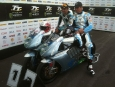 2011-tt-zero-motorcycle-race-winning-team-motoczysz_03