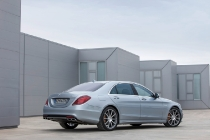Mercedes-Benz S 63 AMG; diamantsilber metallic; innen: Leder PASSION Exklusiv schwarz; Zierteile: Carbon; AMG Performance Package; (V221) 2013