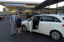 kim-price-first-buyer-of-2014-mercedes-benz-b-class-electric-drive_01