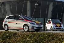 smart-fortwo-electric-driver-and-mercedes-benz-b-class-electric-drive-at-driving-school