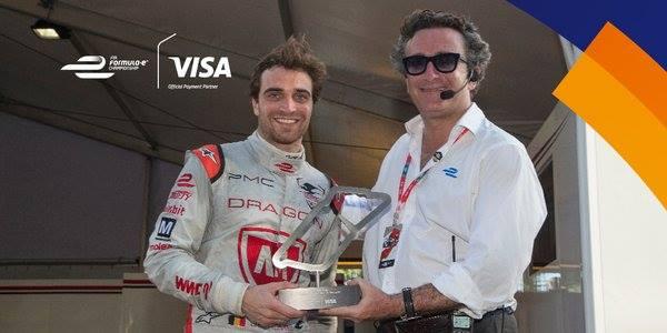 Alejandro Agag consegna il trofeo Visa Fastest Lap a Jerome D'Ambrosio