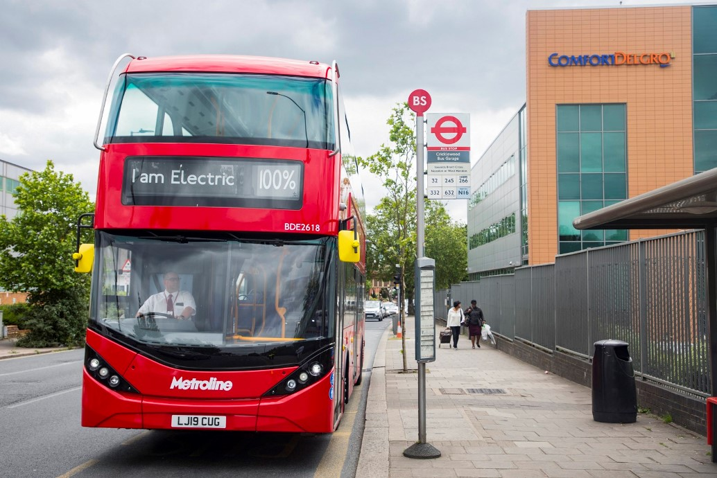 BYD-ADL-Enviro400EV-double-decker-on-the-streets-of-the-UK-01