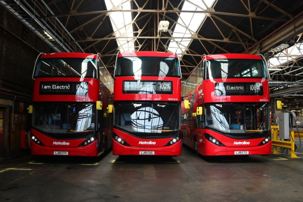 BYD-ADL-Enviro400EV-double-decker-on-the-streets-of-the-UK-02