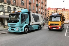 Photo - Volvo FL Electric with older refuse truck model in Gothenburg_20180412_060008328_iOS