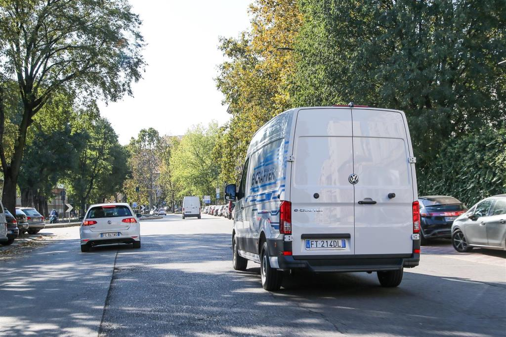 volkswagen_e-crafter_electric_motor_news_11