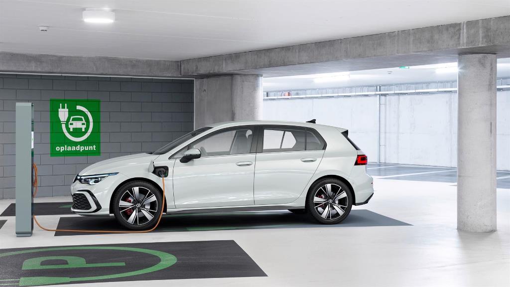 volkswagen_golf_8_gte_electric_motor_news_01
