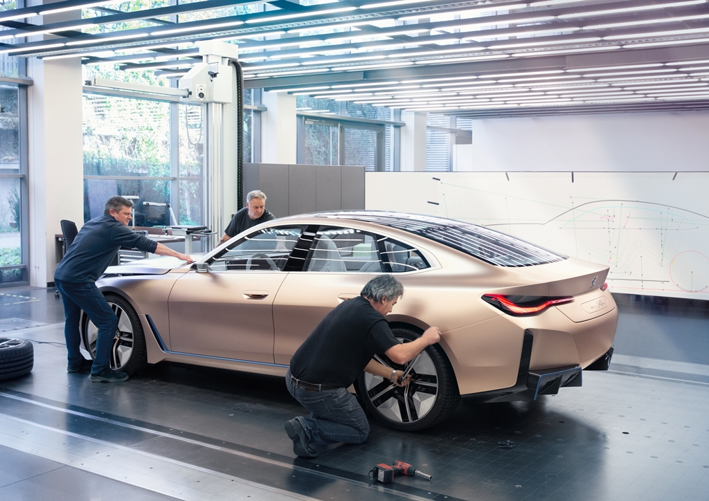 bmw_i4_concept_electric_motor_news_23