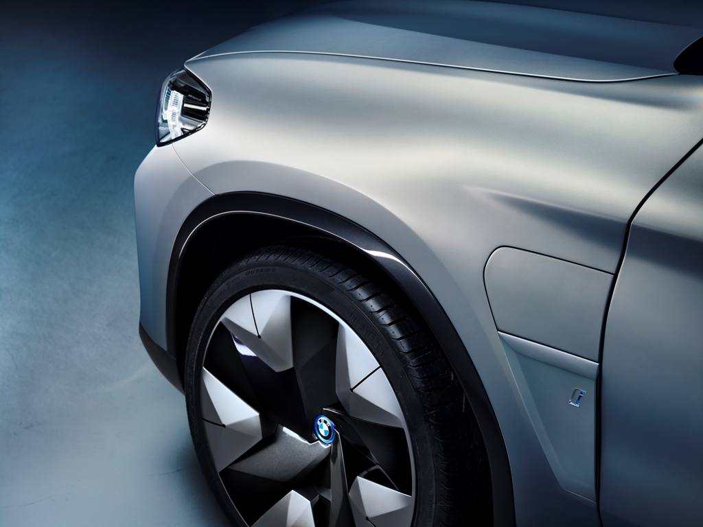 bmw_concept_ix3_electric_motor_news_15