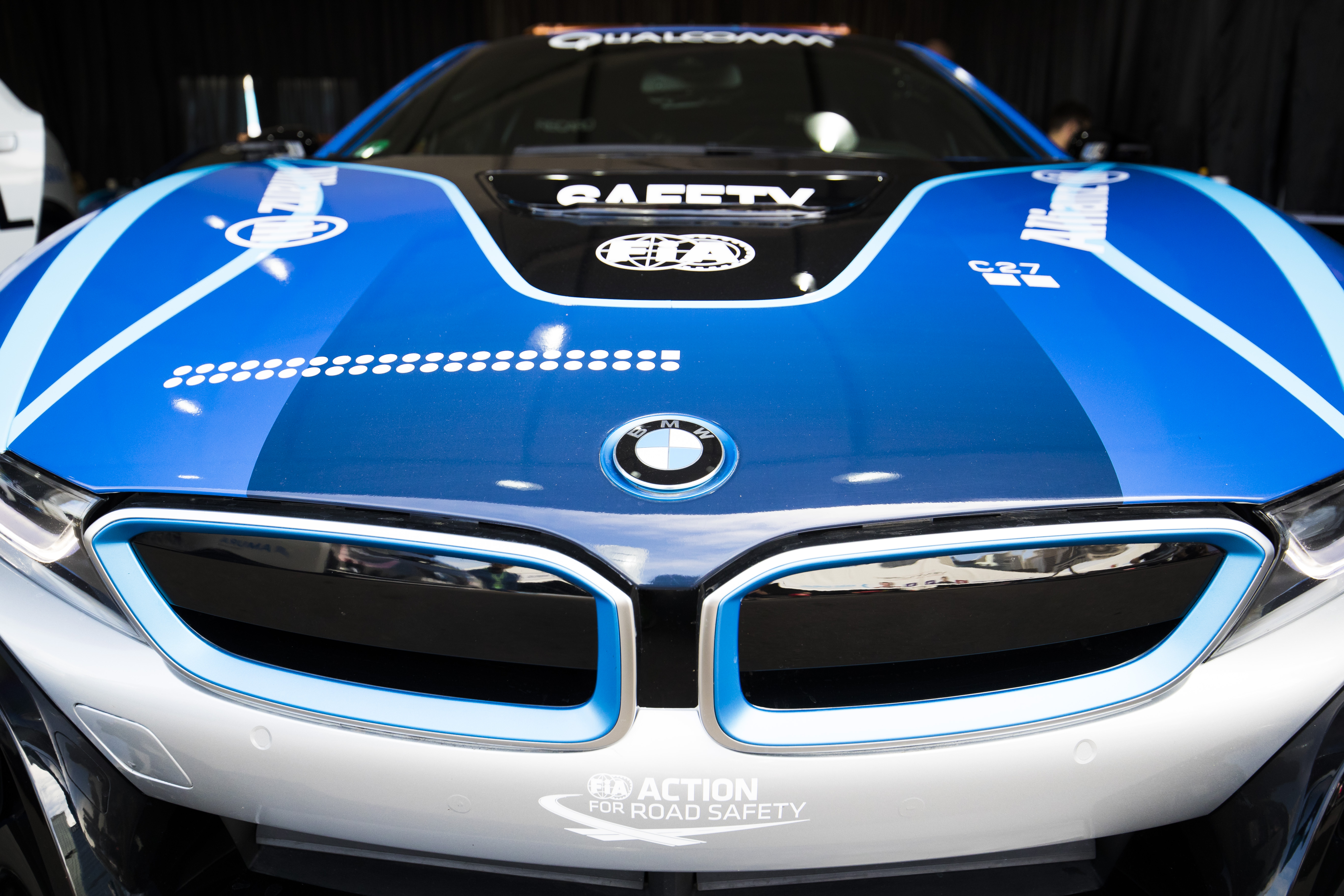 bmw_i8_qualcomm_safety_car_electric_motor_news_01