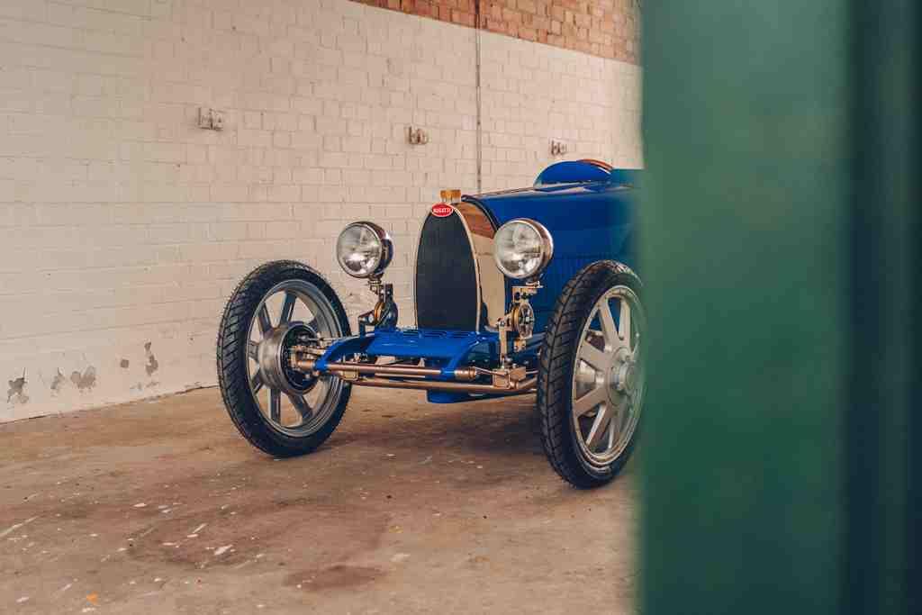 The-egg-shape-radiator-synonymous-with-Bugatti