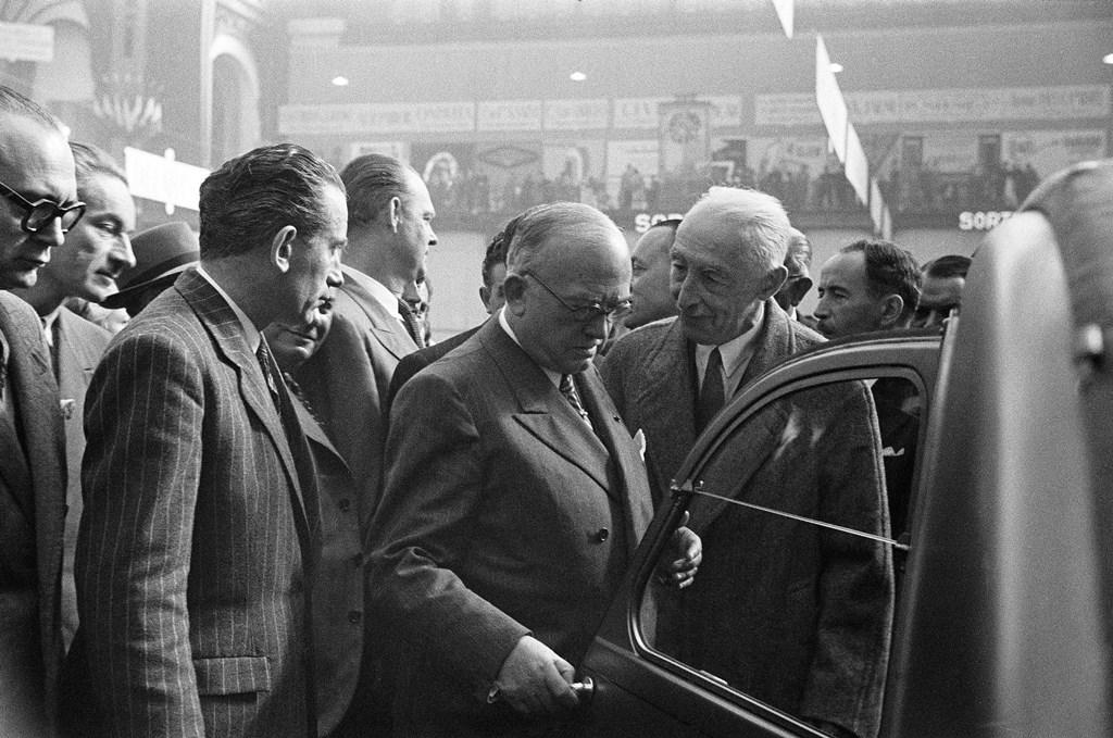 2CV PRESENTAZIONE AL SALONE DI PARIGI 1948