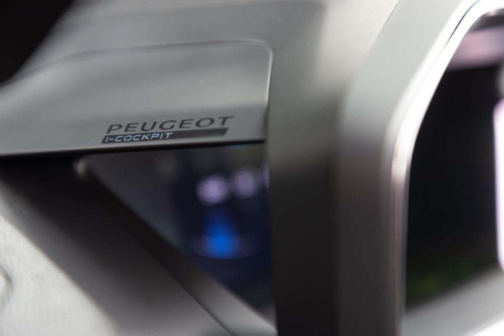 IL-NUOVO-PEUGEOT-i-COCKPIT-3D-5