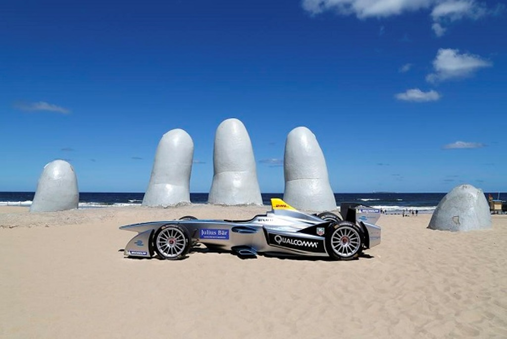 FIA Formula E Test Day. Formula E Car on the beach. Punta Del Este, Uruguay, South America. Formula E Third Race Event, 11th - 14th December 2014. Sunday 14 December 2014. Photo: Adam Warner/LAT/FE ref: Digital Image _L5R4964