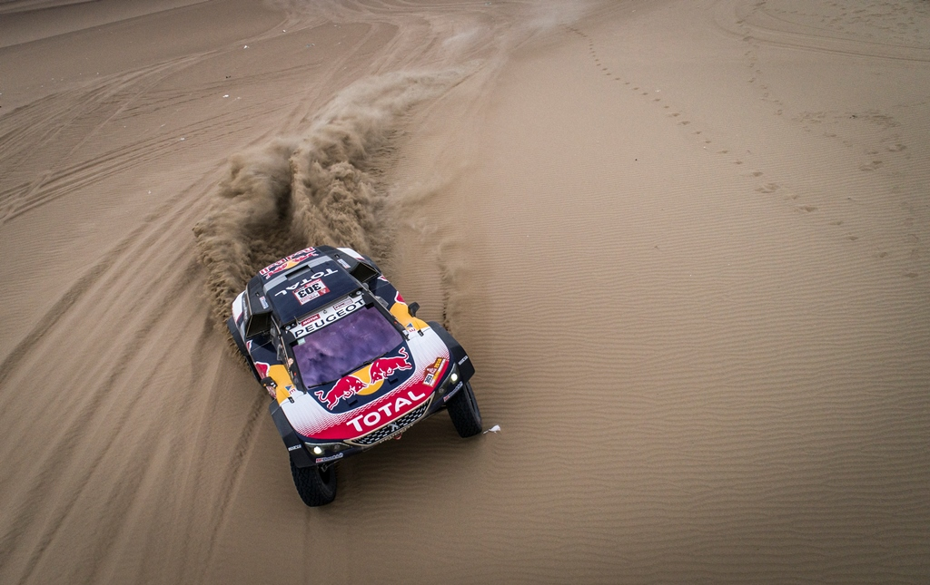 Carlos Sainz and Lucas Cruz in the Peugeot 3008 DKR Maxi of the Team Peugeot Total driving through the dunes during stage 2 of the Dakar Rally, between Pisco and Pisco, Peru, on January 7, 2018.