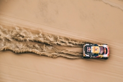 Stephane Peterhansel and Jean-Paul Cottret in the Peugeot 3008 DKR Maxi of the Team Peugeot Total navigating through the dunes during stage 2 of the Dakar Rally, between Pisco and Pisco, Peru, on January 7, 2018. // Eric Vargiolu / DPPI / Red Bull Content Pool // P-20180108-00088 // Usage for editorial use only // Please go to www.redbullcontentpool.com for further information. //
