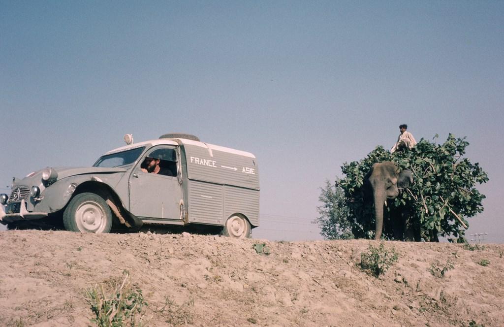 Una-AZU-tra-Francia-e-Asia-1967