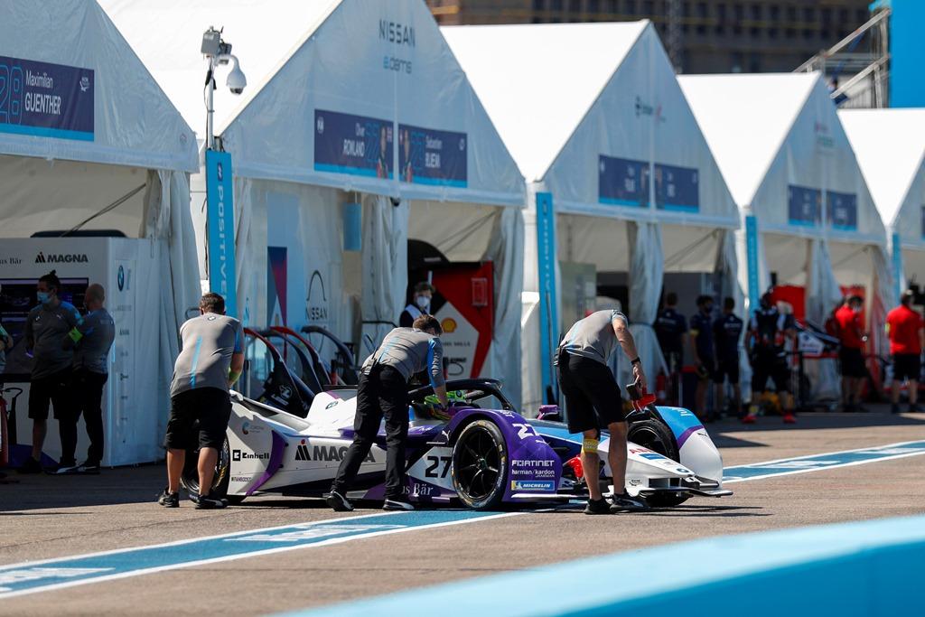 Mechanics push Alexander Sims (GBR) BMW I Andretti Motorsports, BMW iFE.20 back into the garage