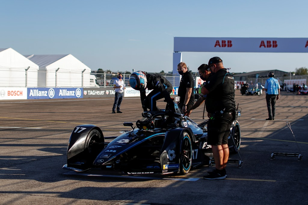 Nyck De Vries (NLD), Mercedes Benz EQ climbs out of his car on the grid