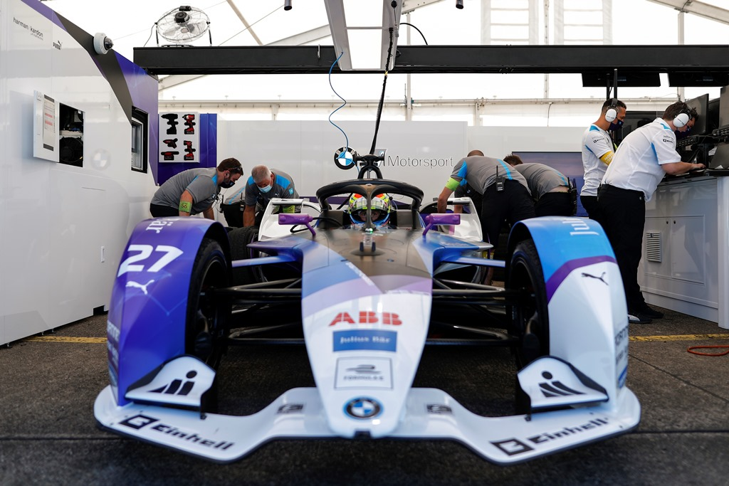Alexander Sims (GBR) BMW I Andretti Motorsports, BMW iFE.20 sits in the garage