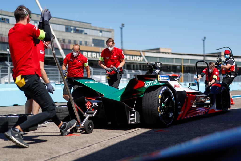 Lucas Di Grassi (BRA), Audi Sport ABT Schaeffler, Audi e-tron FE06 makes a pitstop